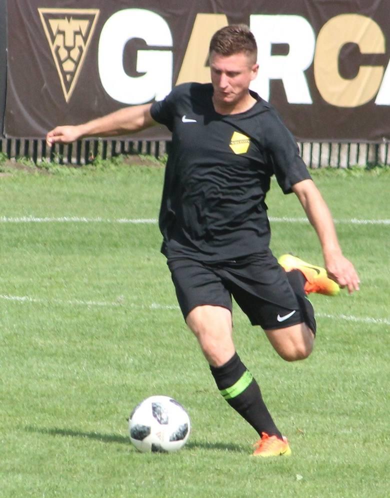 W ekstraklasie zaliczył łącznie 13 spotkań w barwach Widzewa Łódź (jesień 2006), Polonii Bytom (wiosna 2008) i Górnika Zabrze (2010-13). Występował także
