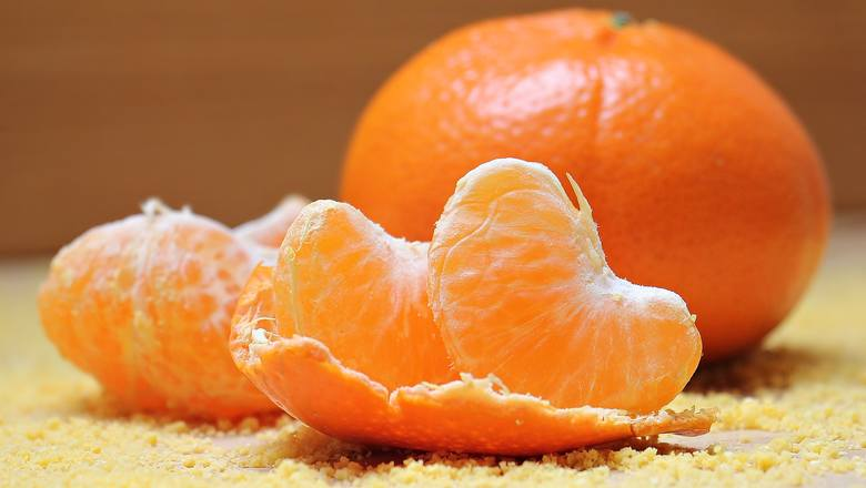 Mandarynki mają piękny, intensywny zapach i świetnie usuwają zanieczyszczenia, działają też dobroczynnie na skórę. Nie wyrzucaj skórek z mandarynek,