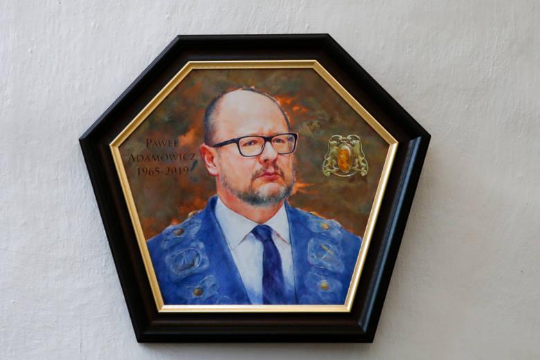 Portrety Pawła Adamowicza trafiły do zbiorów Muzeum Gdańska i Bazyliki Mariackiej