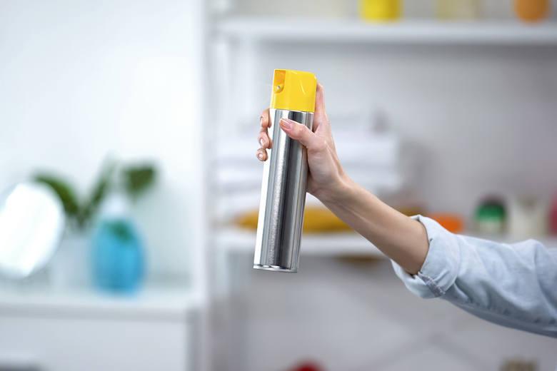 Odświeżacze powietrzaOdświeżacze powietrza, szczególnie w sprayu, mogą zawierać toksyczne ftalany. To właśnie te substancje przyczyniają się do problemów