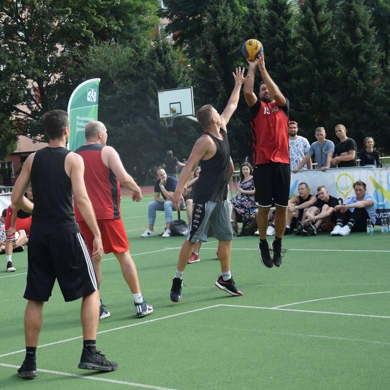 Na boiskach sportowych Szkoły Podstawowej nr 31 przy ul. Pułaskiego 11 w Rzeszowie rozegrano kolejną edycję największego na Podkarpaciu turnieju koszykówki