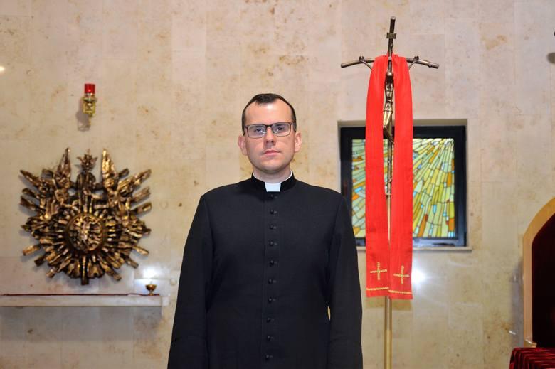 Ksiądz Kacper Józefczyk. Pochodzi z parafii św. Michała Archanioła w Prudniku. Ukończył I Liceum Ogólnokształcące w Prudniku oraz studia geodezyjne i