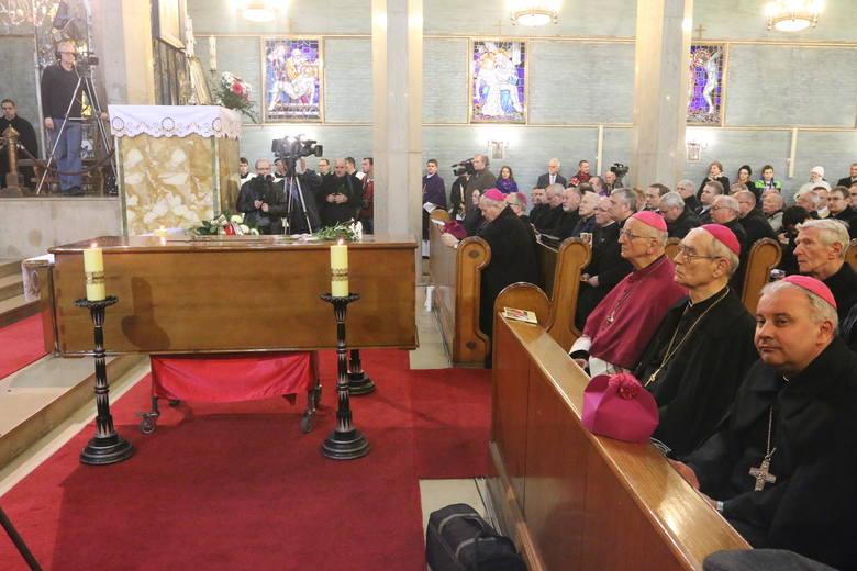 Ciało biskupa Józefa Nathana wróciło do Branic [zdjęcia]