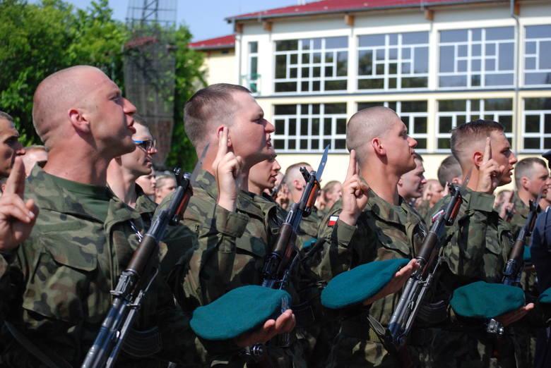 Kształci żołnierzy dla potrzeb sił powietrznych, wojsk lądowych, marynarki wojennej, sił specjalnych oraz Wojsk Obrony Terytorialnej. Tu kwalifikacje