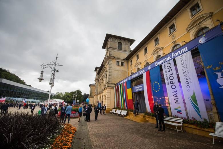 Wystartowało Forum Ekonomiczne w Krynicy. To setki debat, tysiące gości z całego świata. To także doskonała okazja do promocji strategii, idei i regionów.