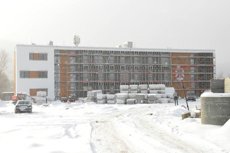 Tak wygląda obecnie powstająca przy ul. Drogowców nowa siedziba kilku wydziałów Starostwa Powiatowego w Myślenicach