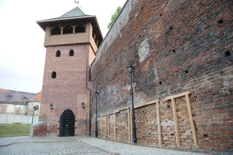 Kilka dni temu runęła część ściany zamku w Koźlu.