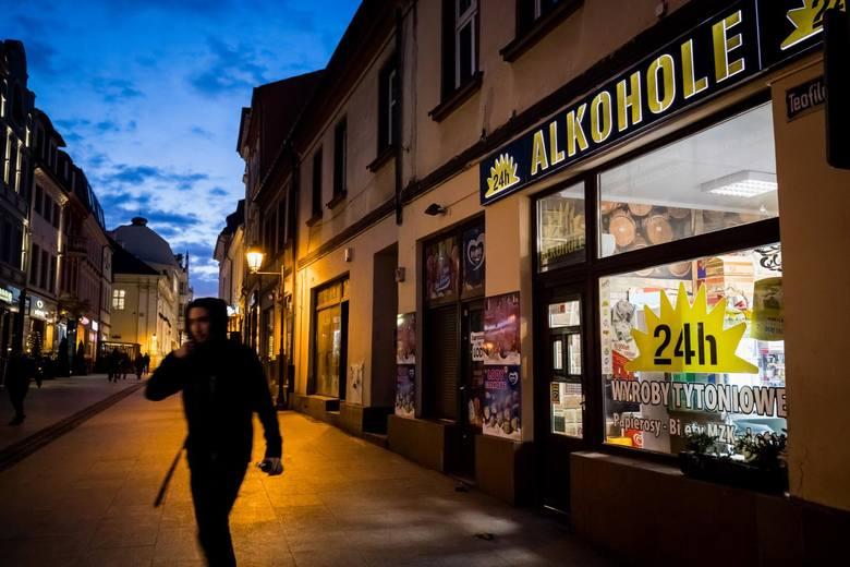 - Możemy zatem powiedzieć, że wprowadzenie podatku spełniło swoje założenia i odnotowujemy spadki w sprzedaży alkoholu w małych pojemnościach- mówi
