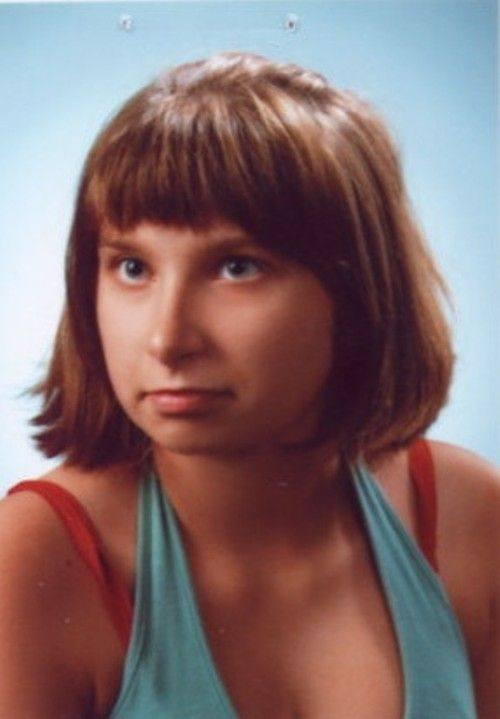 To zdjęcie jest z ubiegłego roku. Teraz zaginiona dziewczyna ma inny kolor włosów. Jej rysopis: wzrost 165 cm, szczupła, włosy czarne do ramion, oczy