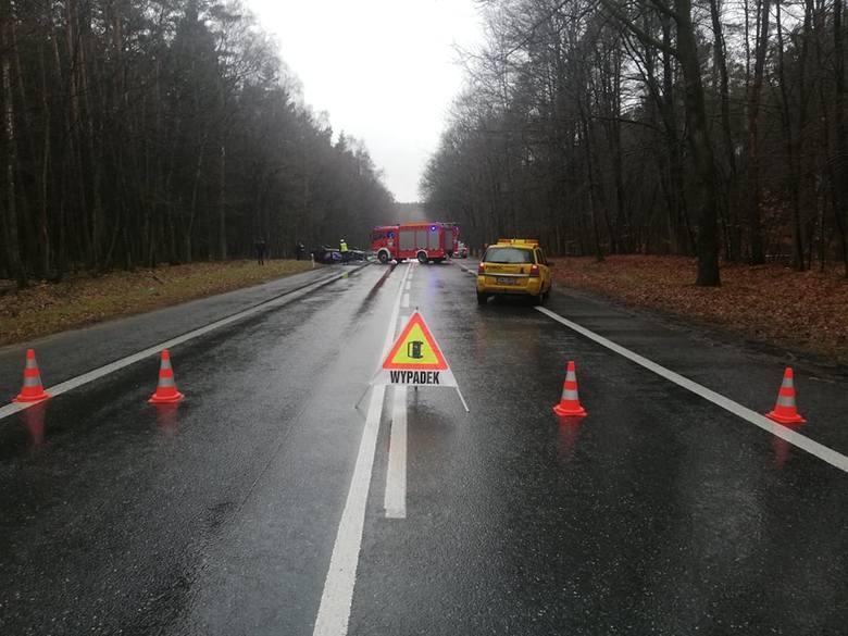 Co najmniej do godz. 16.30 potrwają utrudnienia na drodze krajowej nr 6. Na 95 km w miejscowości Leszczyn, gmina Rymań, zderzyły się ze sobą dwa samochody