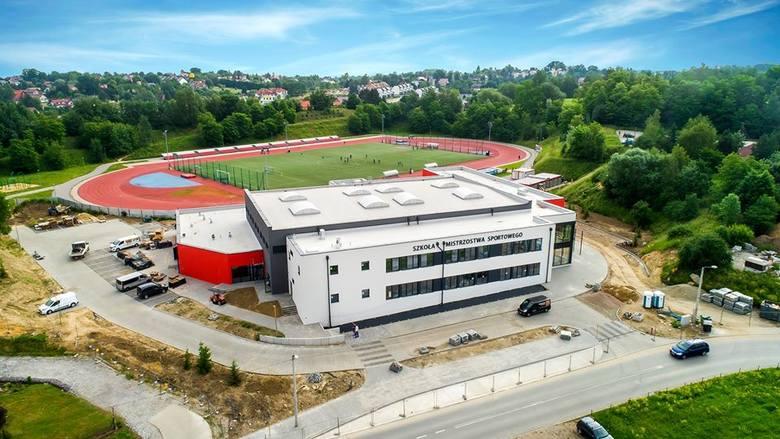 Szkoła podstawowa o profilu sportowym powstała przy Wielickiej Arenie Lekkoatletycznej (ul. Bogucka). Kompleks dla ok. 200 uczniów zostanie otwarty 1