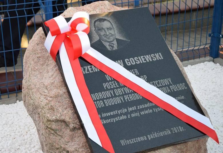 Odsłonili tablicę na cześć Przemysława Gosiewskiego - inicjatora budowy peronu we Włoszczowie. Był Antoni Macierewicz (WIDEO, ZDJĘCIA)