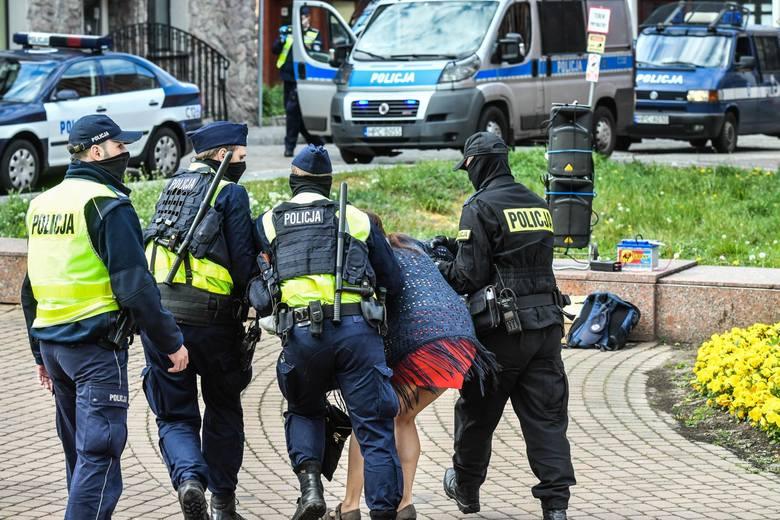 03.05.2020 bydgoszcz  wolne sady protest  obywatele rp konstytucja policja zakaz koronawirus  fot.dariusz bloch/polska press