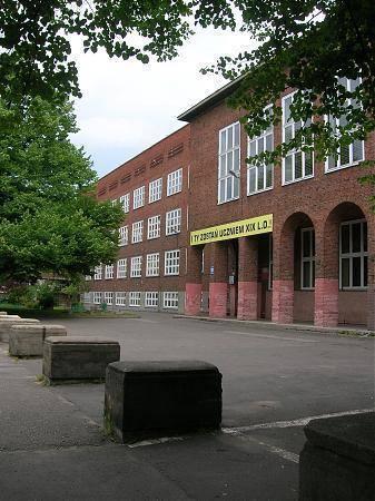 XIX Liceum im. Mariana Mokwy znalazło się na 8. miejscu w TOP 10 najlepszych liceów w Gdańsku. Placówka ta uzyskała 52.647 pkt na 100 możliwych.