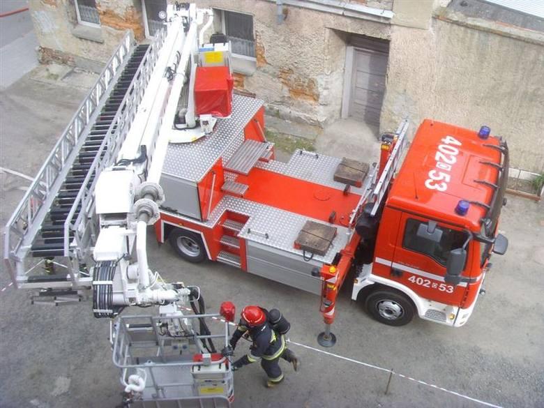 Paliło się mieszkanie na trzecim piętrze kamienicy przy Świerczewskiego.