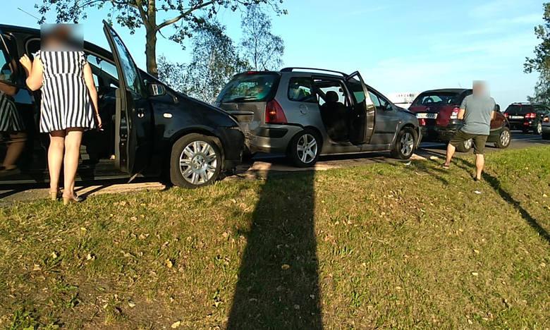 Wypadek na trasie Słupsk - Ustka. Zderzyły się trzy auta (zdjęcia)