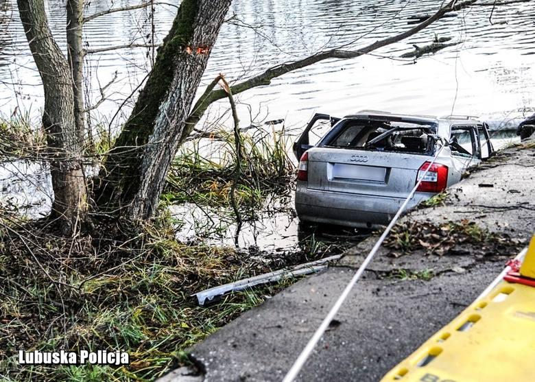 We wtorek 10 grudnia nad ranem doszło do tragicznego wypadku w Ciborzu. Audi, którym podróżowało pięć osób wpadło do wody. Ofiary miały 17-19 lat. -