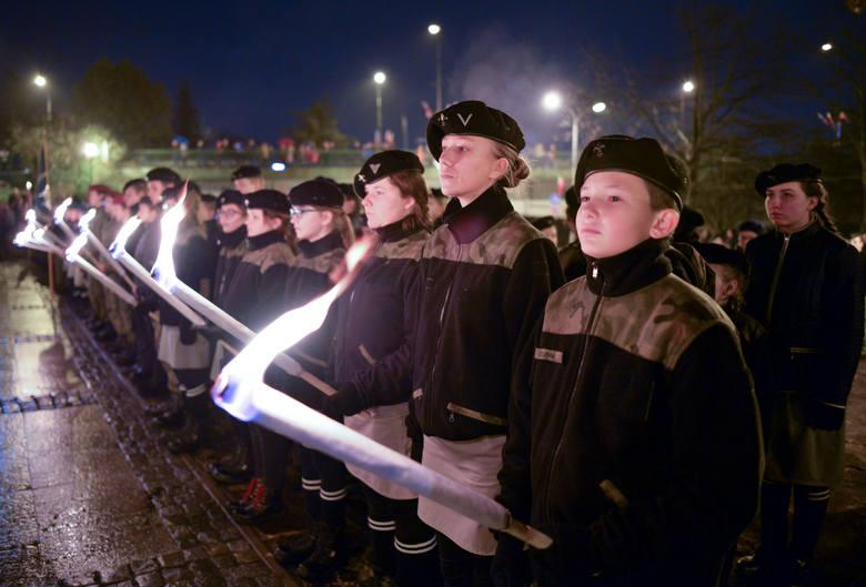 Tegoroczną 101. rocznicę odzyskania przez Polskę niepodległości Przemyśl świętuje dwa dni. W niedzielę 10 listopada pod pomnikiem Orląt Przemyskich wspólnie