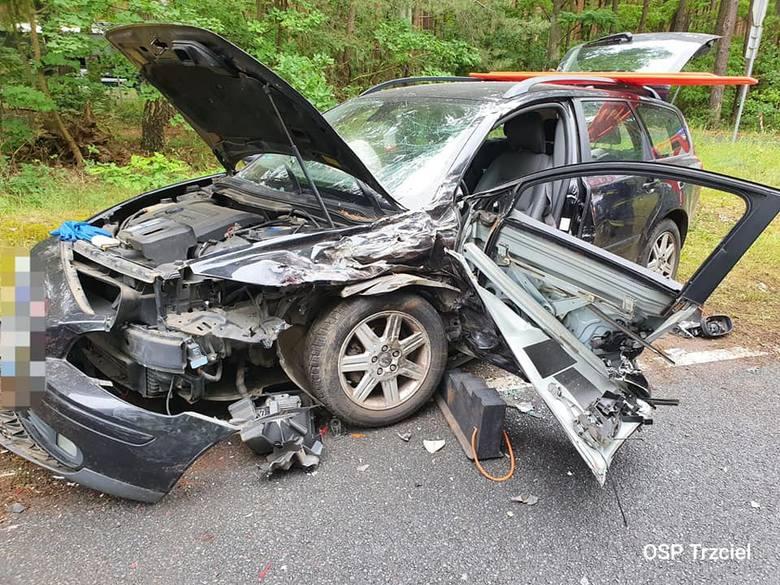 Do groźnego wypadku doszło w niedzielę, 21 czerwca na drodze wojewódzkiej nr 137. Jak informują strażacy z OSP Trzciel, zderzyły się tu dwa samochody.