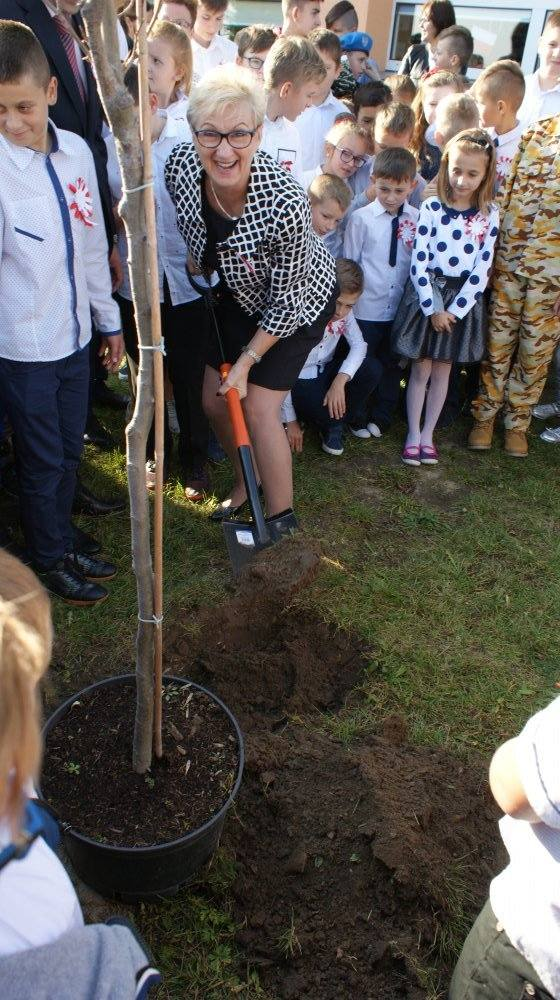 """""""Rekord dla Niepodległej"""" w Szkole Podstawowej w Lechowie (WIDEO, zdjęcia)"""