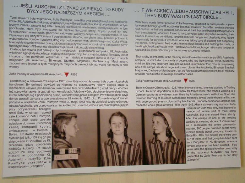 Agnieszka Molenda, prezes Fundacji Pobliskie Miejsca Pamięci pokazuje bojtel, woreczek więźniarki na drobne osobiste rzeczy.