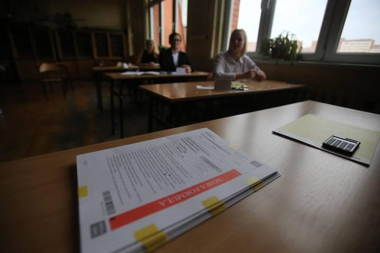 Trwa kolejny dzień ustnych matur z języka polskiego. Sprawdź, jakie tematy pojawiły dziś na egzaminie.Więcej na kolejnych stronach >>&
