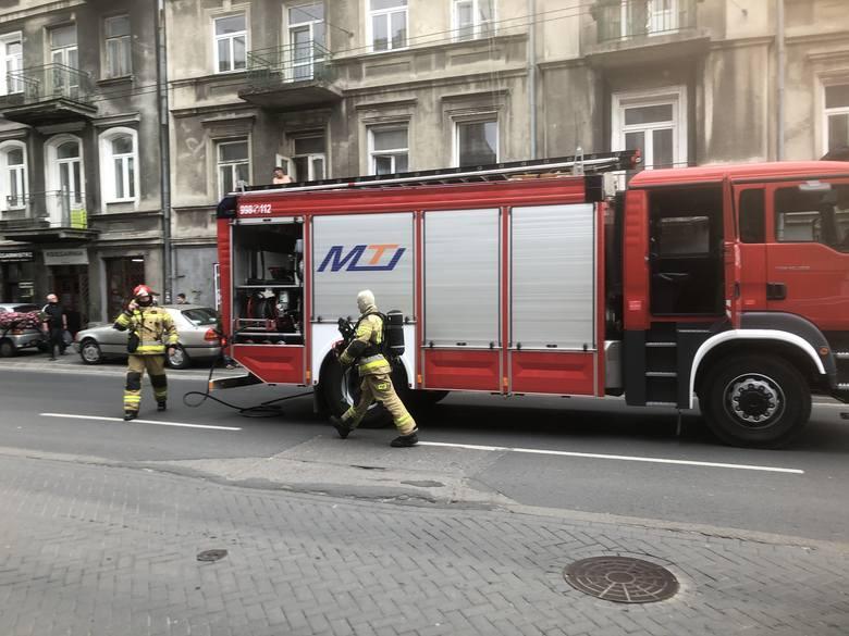 Pożar przy ul. Lubartowskiej w Lublinie. Ogień pojawił się na strychu. Zobacz zdjęcia