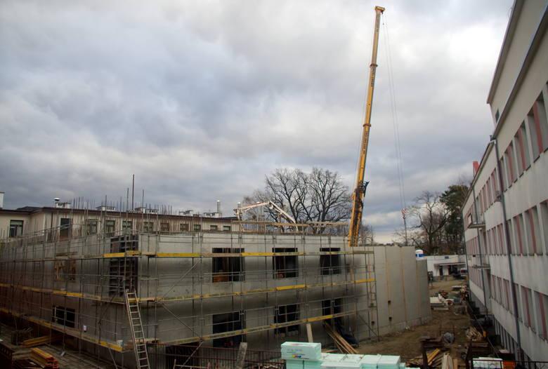 Już niedługo otwarcie najważniejszej części inwestycji, czyli zakładu radioterapii. Budowa pawilonu trwa.