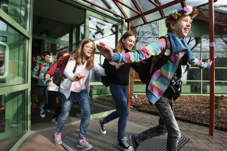 W poniedziałek 12 listopada szkoły i przedszkola będą zamknięte. To efekt decyzji Sejmu o ustanowieniu tego dnia Świętem Narodowym i dniem wolnym od
