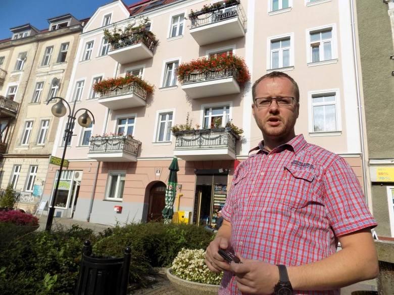 - Remontując kamienice na deptaku odtworzyliśmy także wygląd starych balustrad na balkonach - mówi Bartosz Lutycz.
