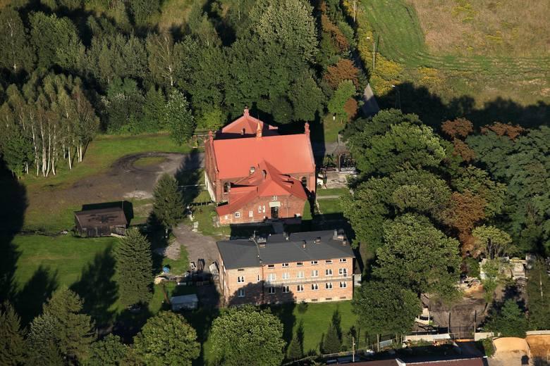 Kościół pw. Matki Boskiej Częstochowskiej w Porąbce mieści się w dawnej sali zbornej przy nieczynnym od wielu lat jednym z szybów KWK Kazimierz-Juliusz.