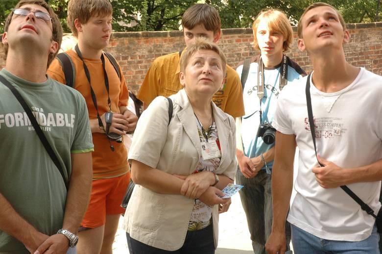 Krakowscy Przewodnicy dla WOŚPWachlarz spacerów jest naprawdę szeroki i bardzo interesujący (w załączniku plan spacerów) - muzea (Sukiennice, Dom Matejki,