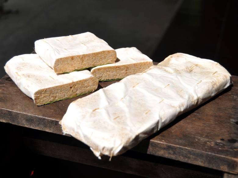 Tempeh to fermentowane nasiona soi rodem z Jawy, które zapewniają komplet zawartych w niej białek i łatwo przyswajalne składniki odżywcze, np. najlepiej