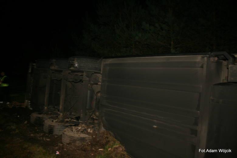 Ciężarówka w rowie koło Manowa