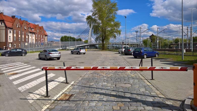 Nie ma papieru w biletomacie, nie ma parkowania pod dworcem w Opolu