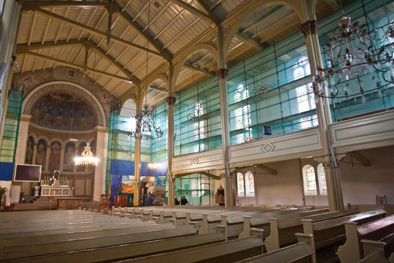 Trwają wielkie remonty konserwatorskie kościoła Mariackiego i Najświętszego Serca Jezusowego w Słupsku. Jeszcze w te święta rezurekcje w obydwu świątyniach odbywać się będą  między rusztowaniami, kt&oacute;re ustawili budowlańcy i konserwatorzy. <br /> <br /> &lt;iframe...