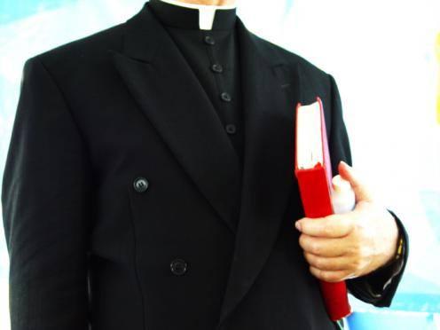 """Księża odwiedzają swoich parafian """"po kolędzie"""""""