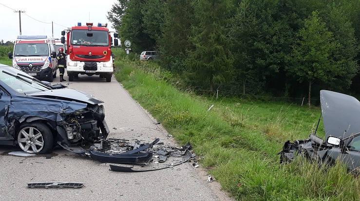 Do pierwszego wypadku doszło 13 sierpnia tuz przed 8.00 w miejscowości Giże (powiatolecki).  Zderzyły się trzy samochody osobowe, w których podróżowały
