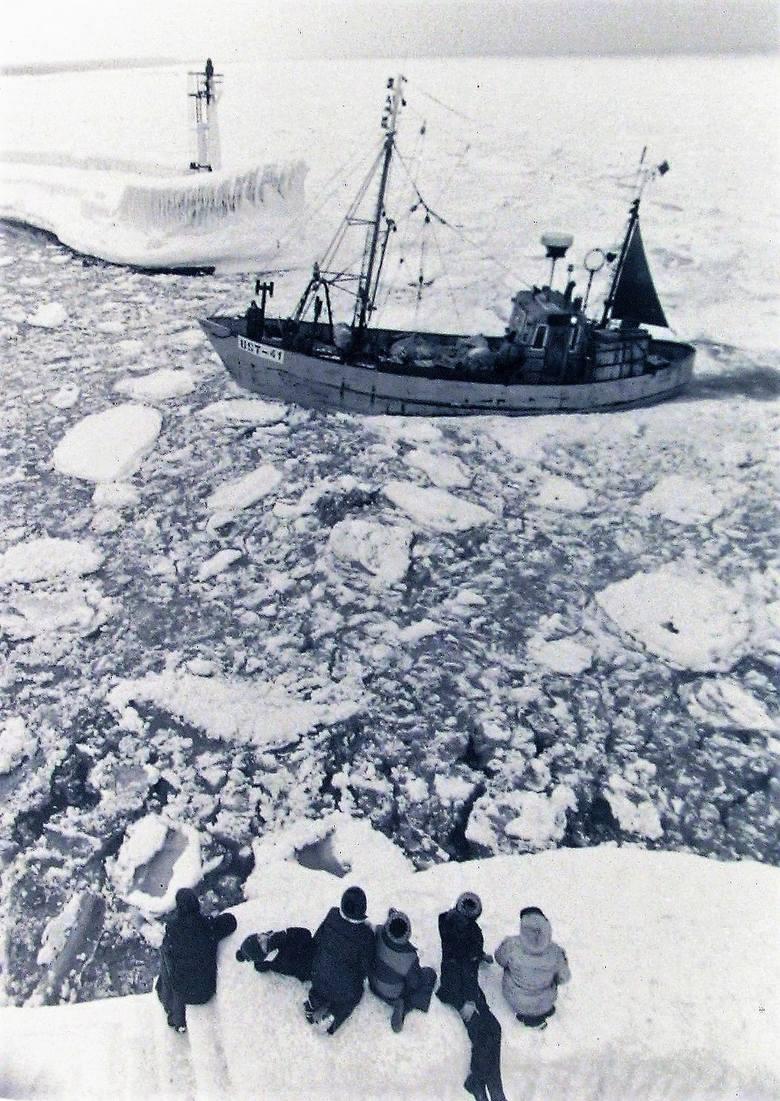 Zima stulecia u wejścia do portu w Ustce.