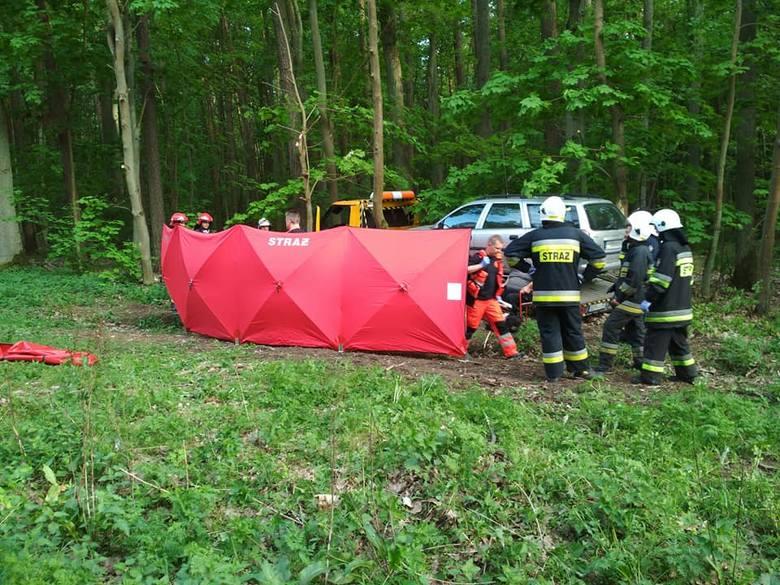 Informowaliśmy już, że w piątek w godzinach popołudniowych w Stronnie (gmina Dobrcz) doszło do śmiertelnego wypadku.Jak informują strażacy, jadący lawetą