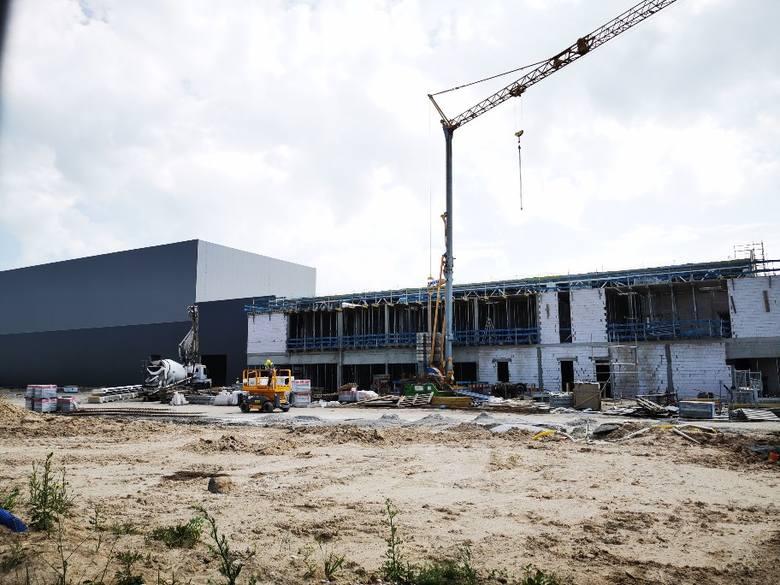 We wrześniu zakończą się prace przy budowie nowej hali produkcyjno-magazynowej w podtoruńskim Ostaszewie. Koszt realizacji inwestycji wynosi 40 mln zł.CO