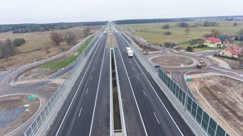 Niemal niezauważalnie znikają kolejne ograniczenia prędkości do 100 km/h na S8 (Białystok-Warszawa), tym razem na odcinku Mężenin - Jeżewo.