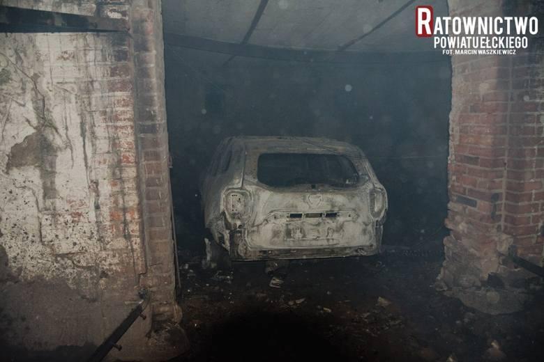 Kałtki. Pożar gospodarstwa rolnego w gminie Stare Juchy. Spłonęły trzy budynki, w tym mieszkalny (ZDJĘCIA]