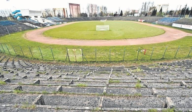 Gruz, brud i wysłużone trybuny. Najbrzydsze stadiony piłkarskie w Polsce [TOP 10]