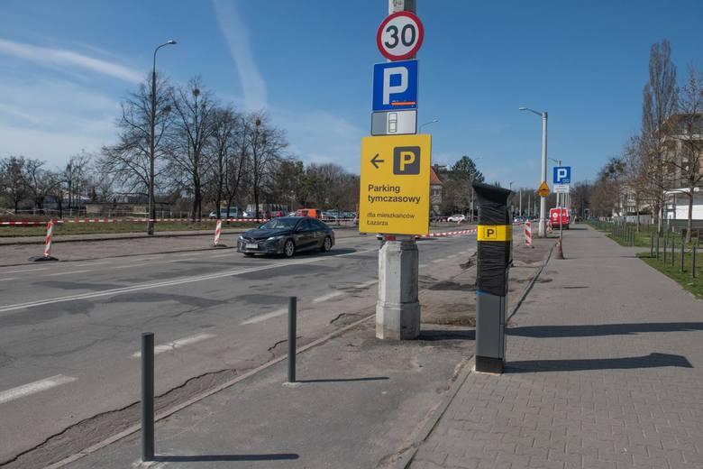 Z każdym tygodniem rośnie liczba ulic w granicach Strefy, na których przygotowano już komplet oznaczeń