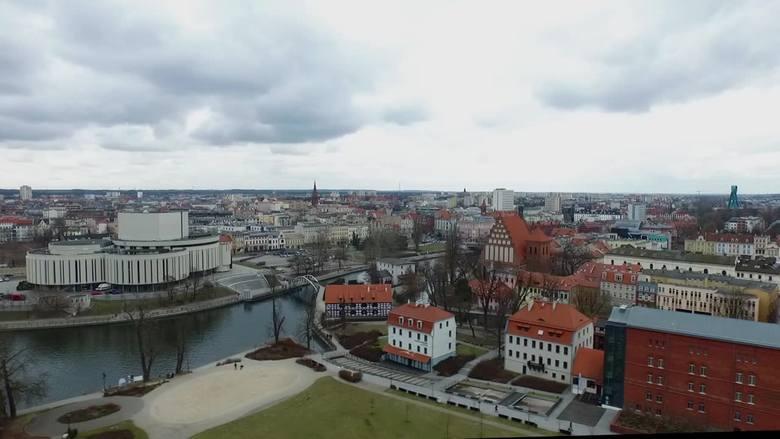Piękne jest centrum Bydgoszczy widziane z lotu ptaka! Urokliwe zakątki miasta, jak ul. Mostowa, rondo Bernardyńskie czy Wyspa Młyńska zachwycają. Zresztą