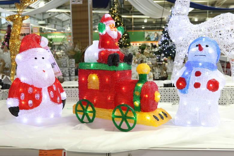 Świąteczne dekoracje domu podkreślają bożonarodzeniowy nastrój i rozświetlają zimowe wieczory. W naszym regionie od kilku lat przebojem są ledowe łańcuchy