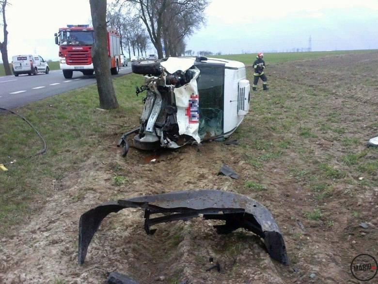 Około godz. 13.20 na DK 46 Sidzina - Pakosławice (powiat nyski) 40-letni kierowca dostawczego fiata na prostym odcinku drogi z nieznanych na razie stracił
