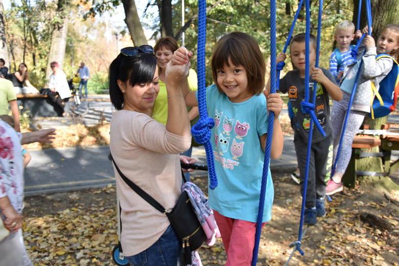 Czeladź: w parku Prochownia od dziś działa park linowy