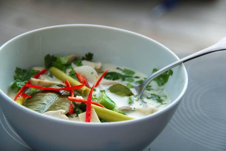 Dieta zupowa to również zupy z kuchni świata. Do tych najzdrowszych należą zupy tajskie.